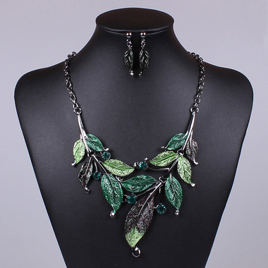 Gifts 4 All - Beautiful Necklace Leaf Design Your choice of Color
