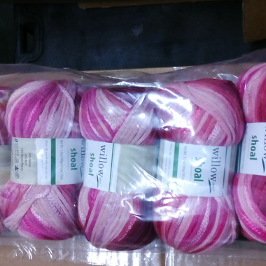 Gifts 4 All, Willow Yarn 3.5 Oz (100 Grams)/191 Yd rose bouquet